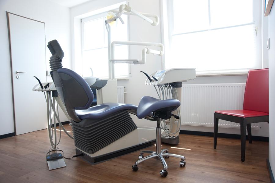 Moderne Zahnarztpraxis Hofheim, Spezialisiert auf Implantate